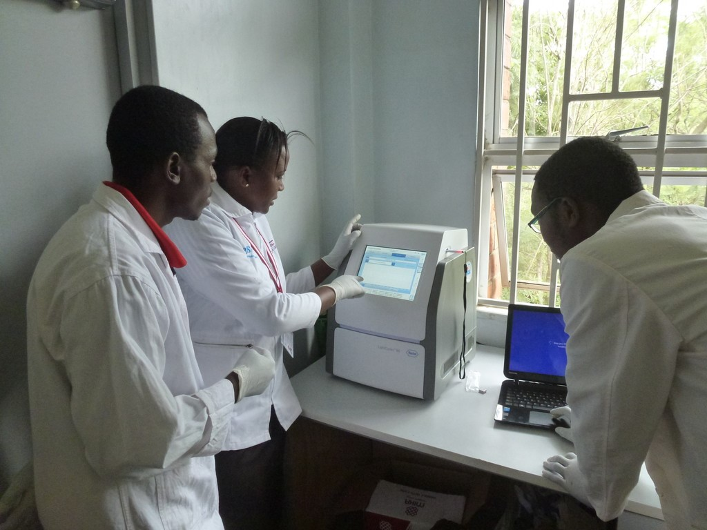 Grace demonstrates how to use real time PCR machine procured by AFRICA- ai- JAPAN Project to graduates students at JKUAT/PAUSTI